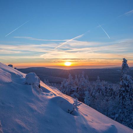 Winter-Sonnenuntergang an der Achtermannshöhe , Harz