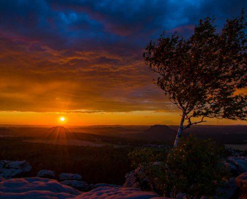 Sonnenuntergang und Blaue Stunde im Elbsandsteingebirge