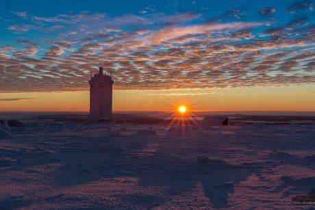 Sonnenaufgang im Winter auf dem Brocken im Harz