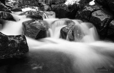 Langzeitbelichtungen an einem Wildbach im Harz