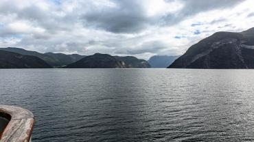 Von Gudvangen nach Kaupanger mit der Postfähre über den Naerofjord und Songnefjord, Norwegen