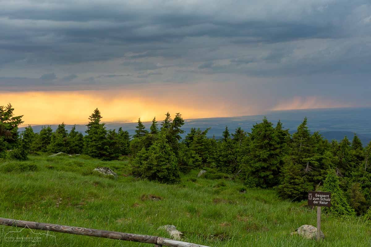 Sonnenuntergang und Blaue Stunde auf dem Brocken im Harz