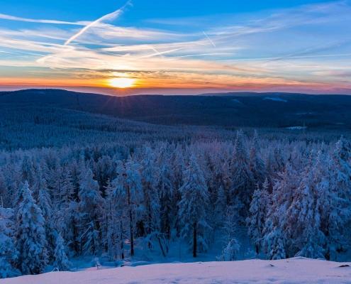 Winterwandern mit Sonnenuntergang im Harz