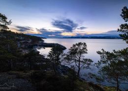 Blaue Stunde am Trondheimfjord, Norwegen