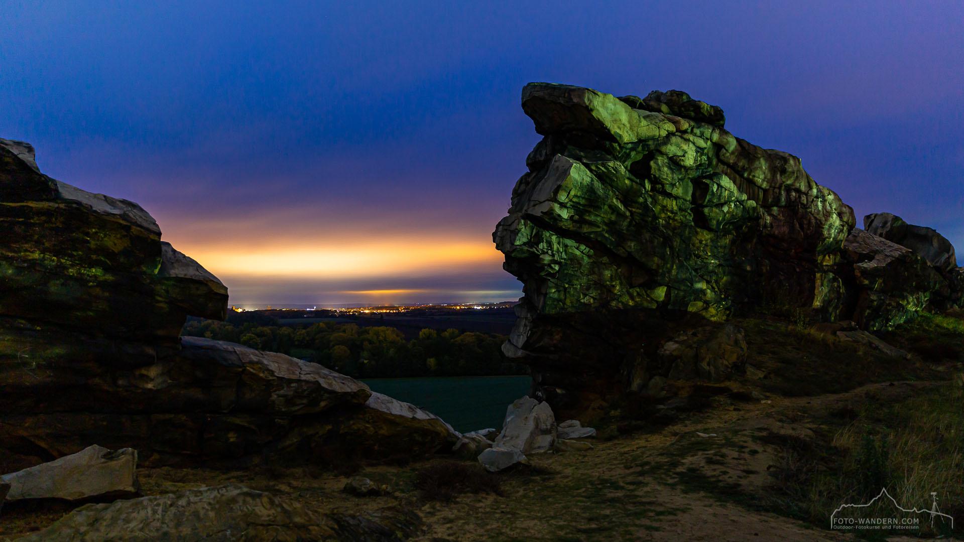 Blaue Stunde an der Teufelsmauer im Harz